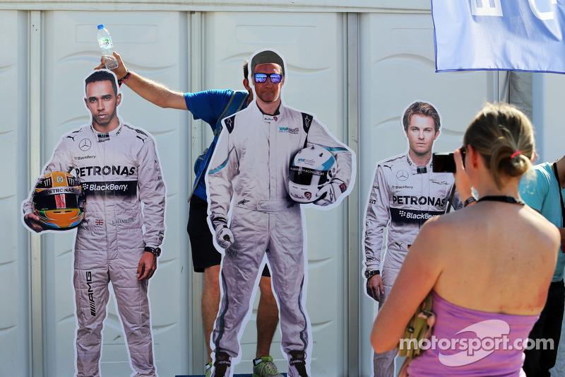 Taraftarlar ve Lewis Hamilton, Mercedes AMG F1 ve Nico Rosberg, Mercedes AMG F1