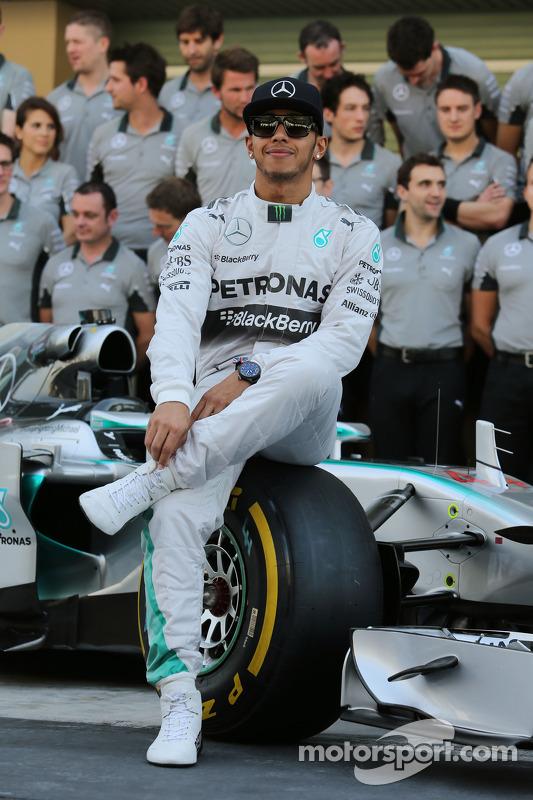 Lewis Hamilton, Mercedes AMG F1 para uma fotografia da equipe