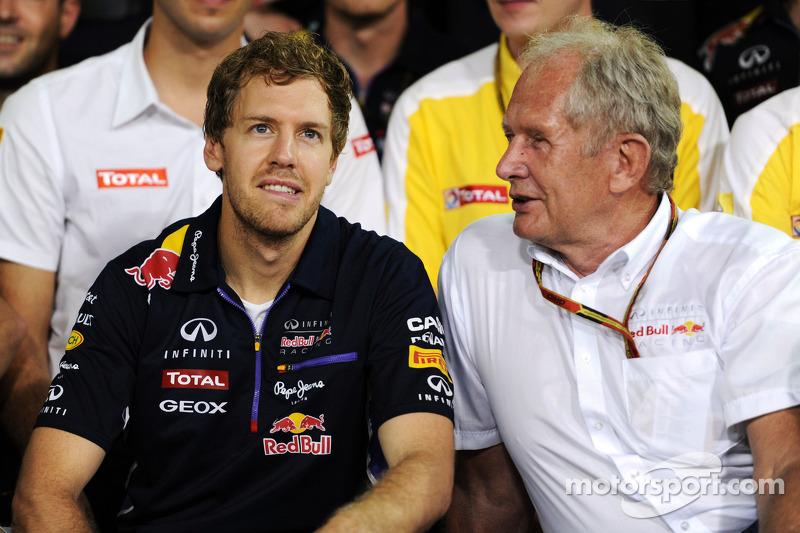 Dr Helmut Marko, Red Bull Motorsporları Danışmanı, ve Red Bull Racing Sebastian Vettel'e teşekkürler