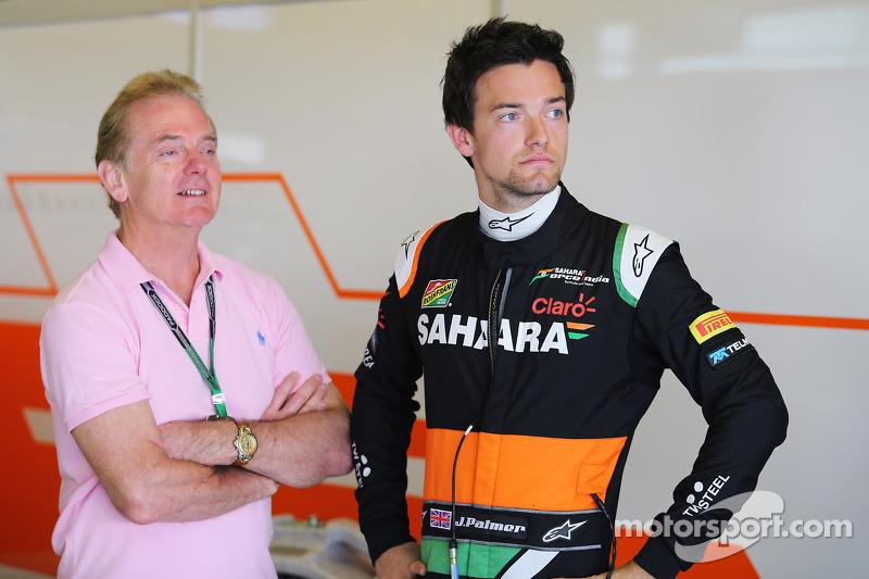 印度力量F2车队测试车手乔利恩·帕尔默和父亲乔纳森