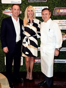 Kevin Harvick, Stewart-Haas Racing, con la moglie DeLana Harvick e il famoso chef Daniel Boulud