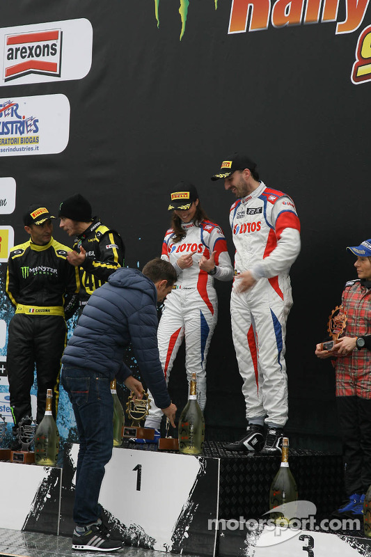 Pódio: vencedors Robert Kubica and Alessandra Benedetti, segundo lugar Valentino Rossi and Carlo Cassina