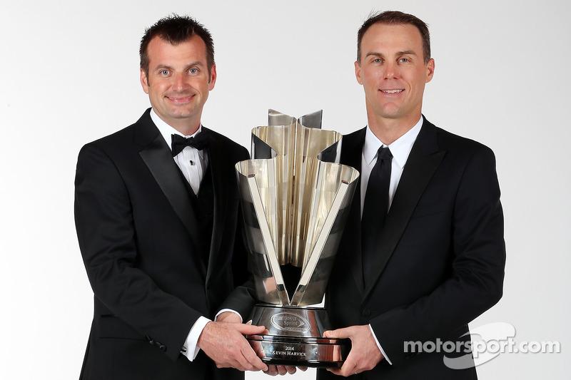 Ekip şefi Rodney Childers ve NASCAR Sprint Kupası Champion Kevin Harvick