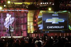 Mark Reuss reçoit le trophée des constructeurs NASCAR 2014