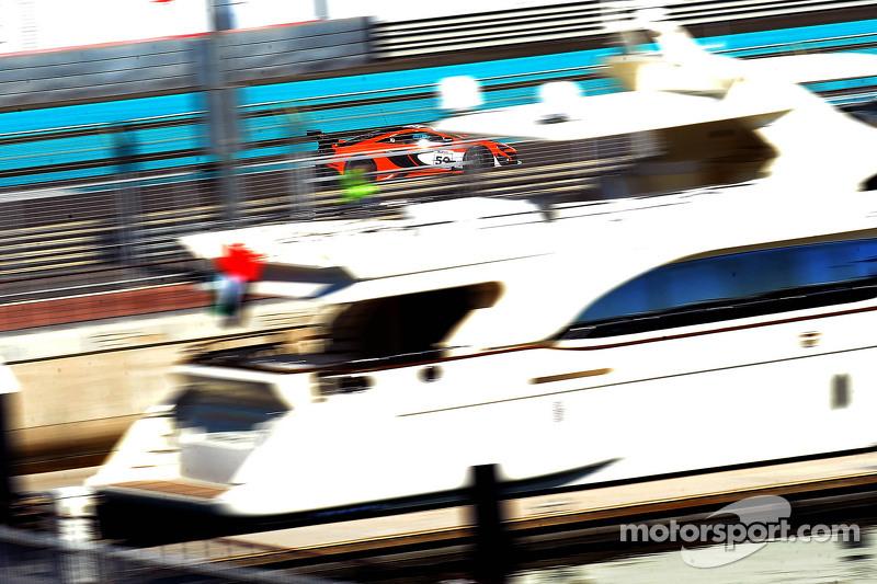 #59 迈凯伦 650S GT3: 阿尔瓦罗·帕伦特, 凯文·埃斯特雷, 罗伯·贝尔