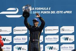 Il vincitore della gara Sebastien Buemi, pilota del team e.dams Renault