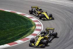 Nico Hulkenberg, Renault Sport F1 Team R.S. 18, devant Carlos Sainz Jr., Renault Sport F1 Team R.S. 18