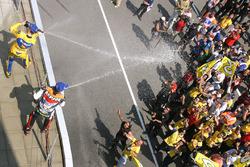 Podium : le vainqueur Max Biaggi, le deuxième, Alex Barros