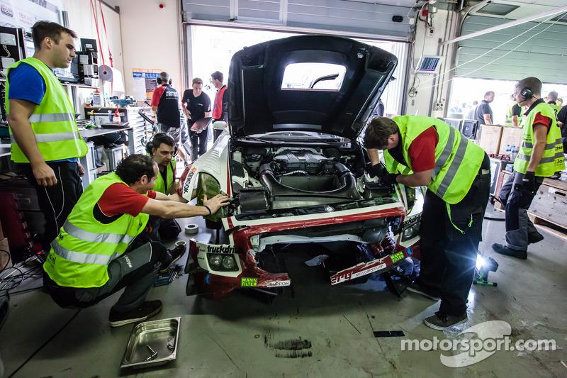#9 Hofor-Racing Mercedes SLS AMG GT3 dopo l'incidente di Kenneth Heyer
