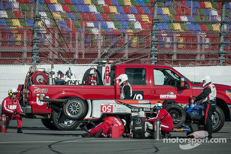 #50 Fifty Plus Racing Endures for a Cure/Highway to Help Race Team Riley BMW: Byron DeFoor ha un bru