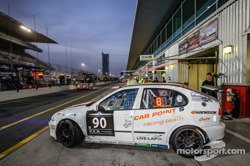 endurance-24-hours-of-dubai-2015-90-car-