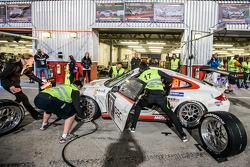 Pit stop para o # 17 Ruffier Corrida Porsche 997 Cup: Patrice Lafargue, Paul Lafarge, Gabriel Aberge