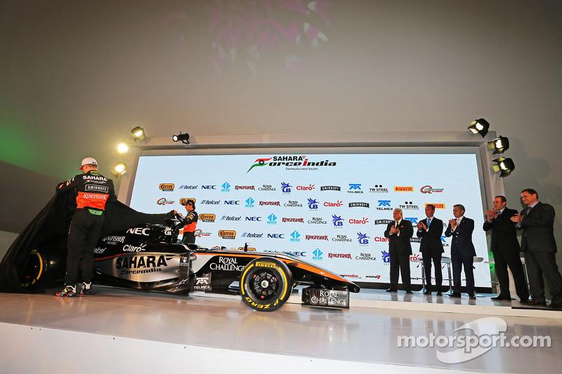 (从左到右)尼克·胡肯伯格,印度力量车队和塞尔吉奥·佩雷斯,印度力量车队,发布2015赛季印度力量F1车队赛车