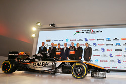 (L to R): Carlos Slim, Chairman of America Movil з Francisco Maass Pena, Deputy Minister для Tourism; Серхіо Перес, Sahara Force India F1; Miguel Angel Mancera, Mayor of Mexico City; Ніко Хюлкенберг, Sahara Force India F1; Віджей Малья, Sahara дляc