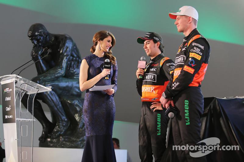 (da sinistra a destra): Sergio Perez, Sahara Force India F1 con il compagno di squadra Nico Hulkenbe