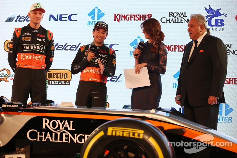 (da sinistra a destra): Nico Hulkenberg, Sahara Force India F1 con Sergio Perez, Sahara Force India