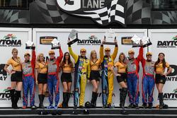 #6 Stevenson Motorsports, Camaro Z/28.R: Robin Liddell, Andrew Davis und #13 Rum Bum Racing, Porsche 997: Matt Plumb, Hugh Plumb und #9 Stevenson Motorsports, Camaro Z/28.R: Lawson Aschenbach, Matt Bell