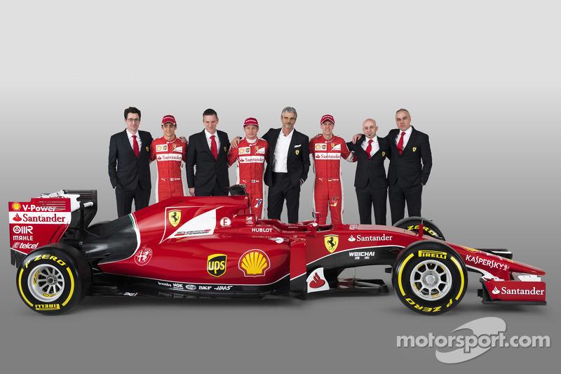 Esteban Gutierrez, Kimi Raikkonen, Sebastian Vettel Ferrari SF15-T ile birlikte