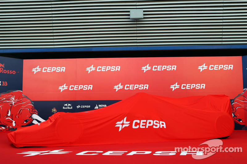 Toro Rosso STR10 unter einer Decke