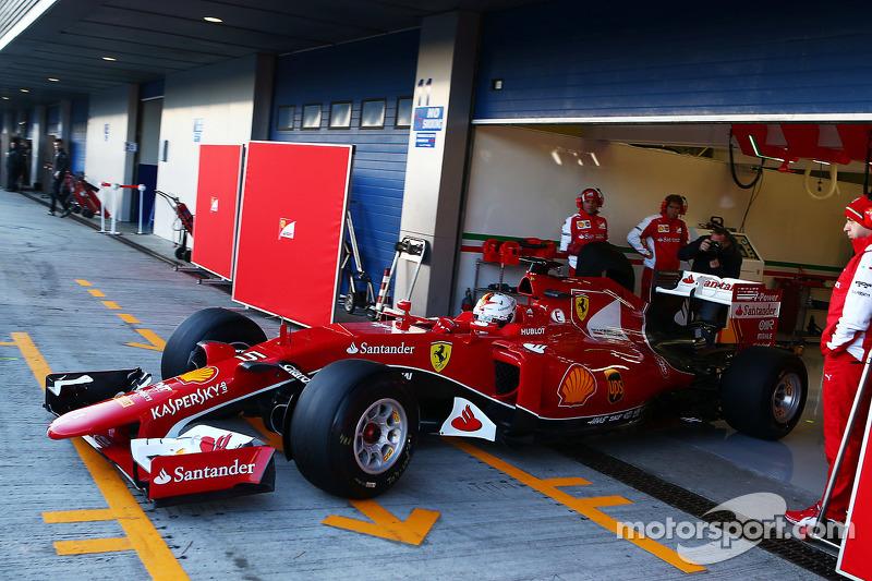 Sebastian Vettel, Ferrari SF15-T, beim Verlassen der Box