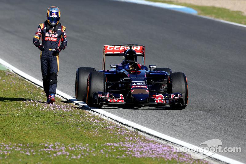 Carlos Sainz jr., Scuderia Toro Rosso, kommt auf der Strecke zum Stehen