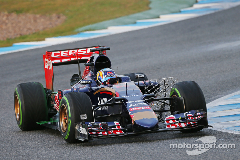 Карлос Сайнс мол., Scuderia Toro Rosso STR10 працює з сенсорним обладнанням