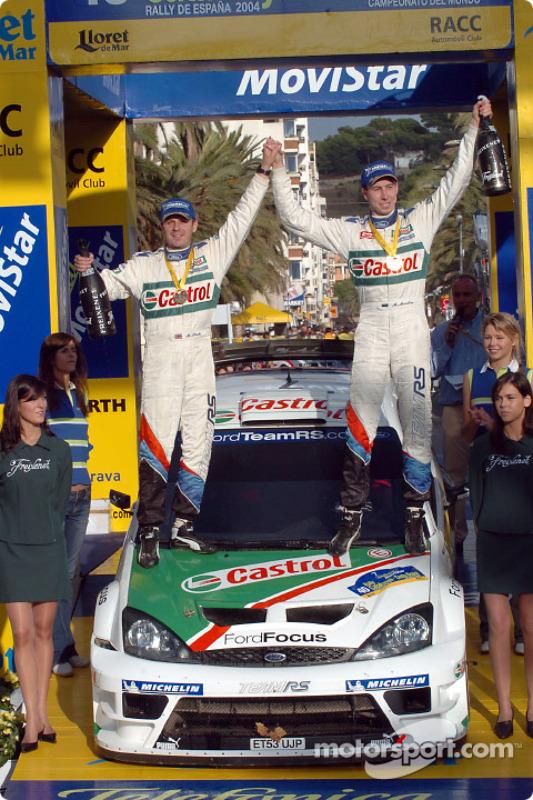 Podium : les vainqueurs du rallye Markko Martin et Michael Park fêtent leur victoire