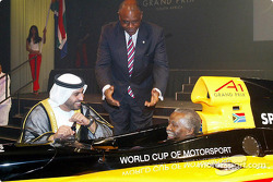 Son Altesse Sheikh Maktoum Hasher Maktoum Al Maktoum , directeur de l'A1 Grand Prix, Tokyo Sexwale (RSA) Chairman de Mvelaphamda Holdings et A1 Grand Prix South Africa seat holder et South African President Mbeki (RSA)