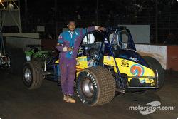 Le pilote de Sprint Car de Hawaii Albert Ternora, Jr.