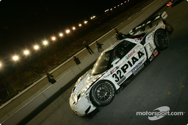 #32 Epson NSX: Tsugio Matsuda, Andre Lotterer, the winning car (before 60-second penalty) arrives on pitlane