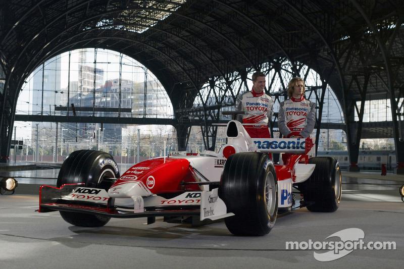 Ralf Schumacher ve Jarno Trulli ve Toyota TF105