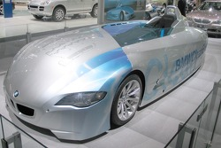 BMW hydrogen burning speed record car