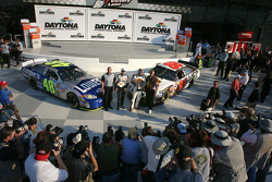 Pole winner Dale Jarrett poses with second fastest qualifier Jimmie Johnson