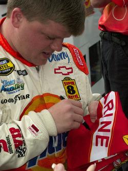 Bobby Hamilton Jr. signs an autograph
