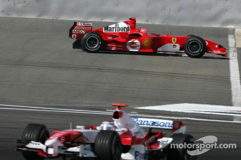 Michael Schumacher tiene problemas hidráulicos en su Ferrari