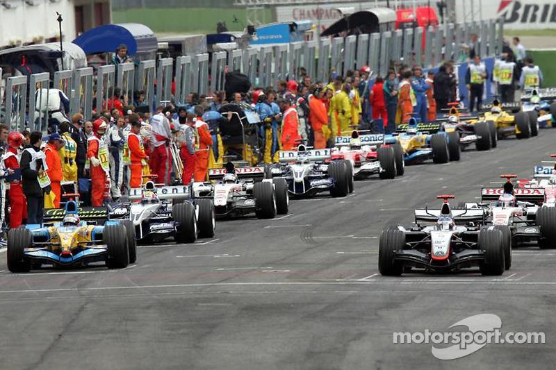 Kimi Raikkonen and Fernando Alonso lead the field on pace lap