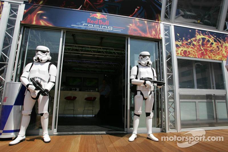Soldados imperiais no Red Bull Racing Energy Station