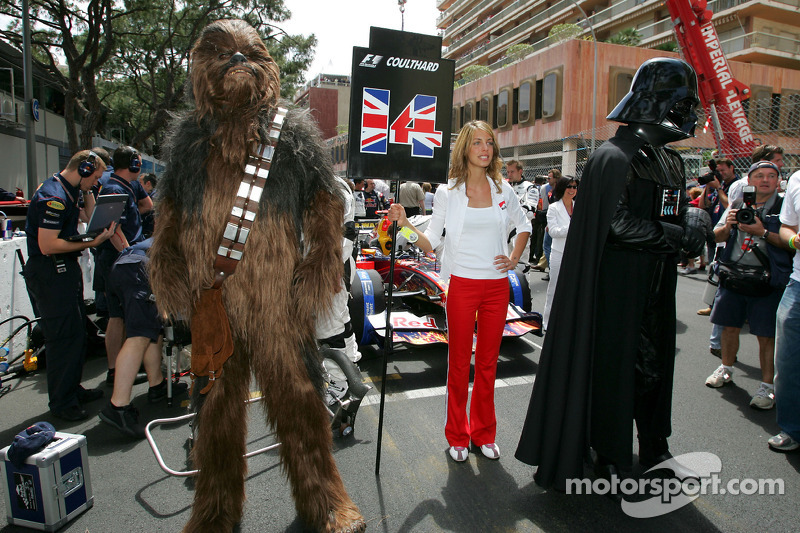 Chewbacca e Darth Vader no grid de largada