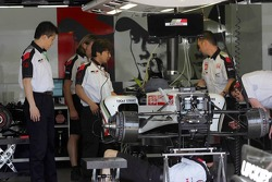 BAR Honda garage area