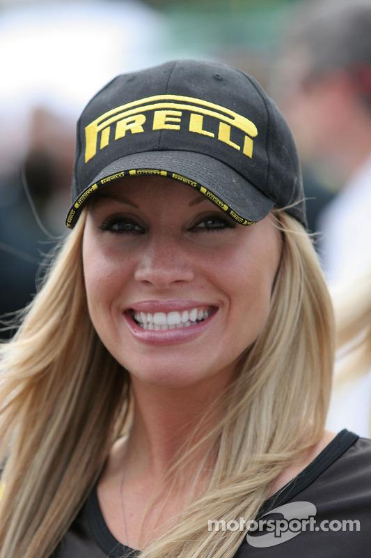 Une hôtesse Pirelli