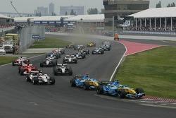 Start: Giancarlo Fisichella and Fernando Alonso take the lead