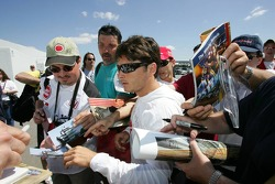 Giancarlo Fisichella with fans