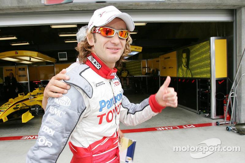Ganador de la Pole Jarno Trulli celebra