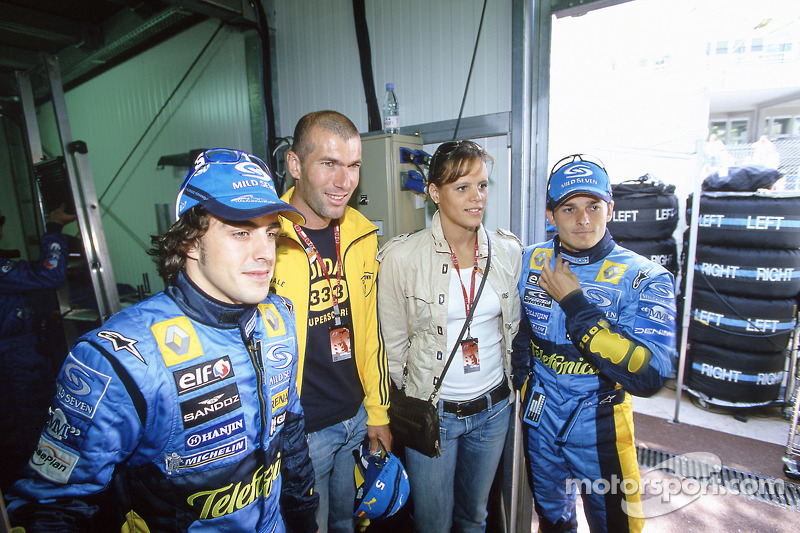 Fernando Alonso and Giancarlo Fisichella with Real Madrid footballer Zinedine Zidane and swimmer Lau