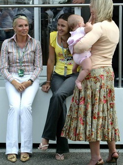 The mother of Nick Heidfeld with the wife of Antonio Pizzonia