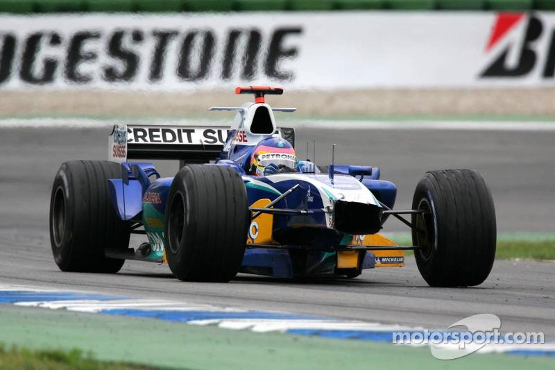 Jacques Villeneuve con el alerón delantero roto