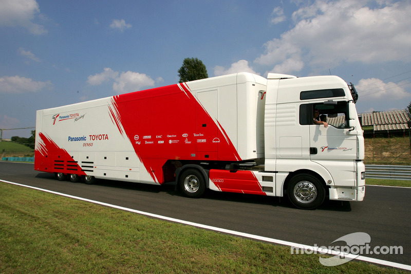 Toyota transporter arrives at the Hungaroring