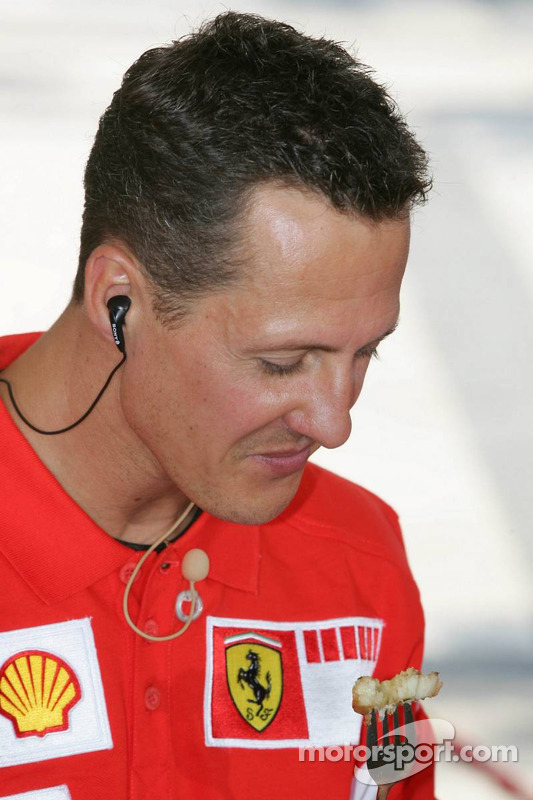 Vodafone event at the Intercontinental hotel: Michael Schumacher tastes food