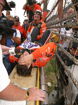 Tony Stewart, ganador de la carrera