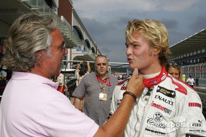 Ganador de la pole Nico Rosberg celebra con su papá Keke Rosberg